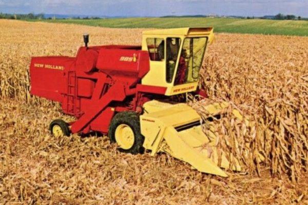 Corn harvester harvesting