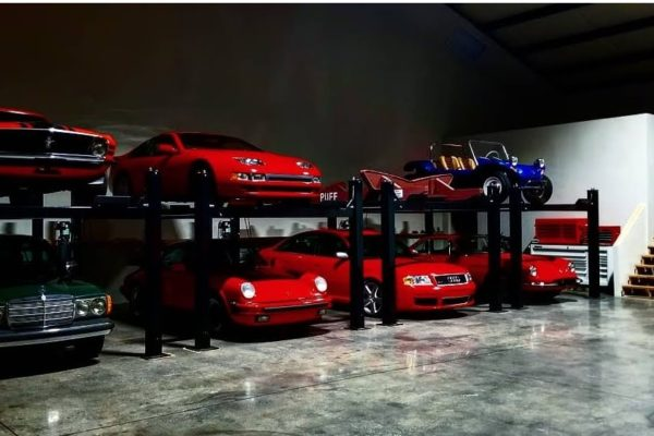 Picture of multiple classic cars in a garage
